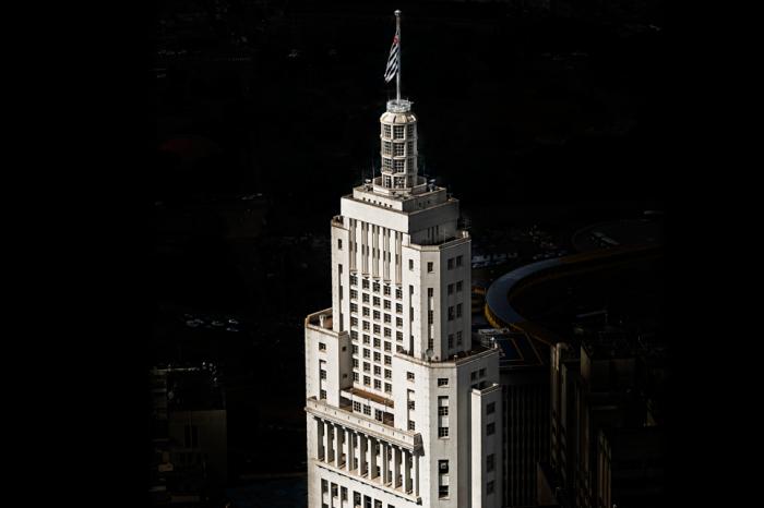 """Torre do Banespa é reaberta com o nome de """"Farol Santander"""""""