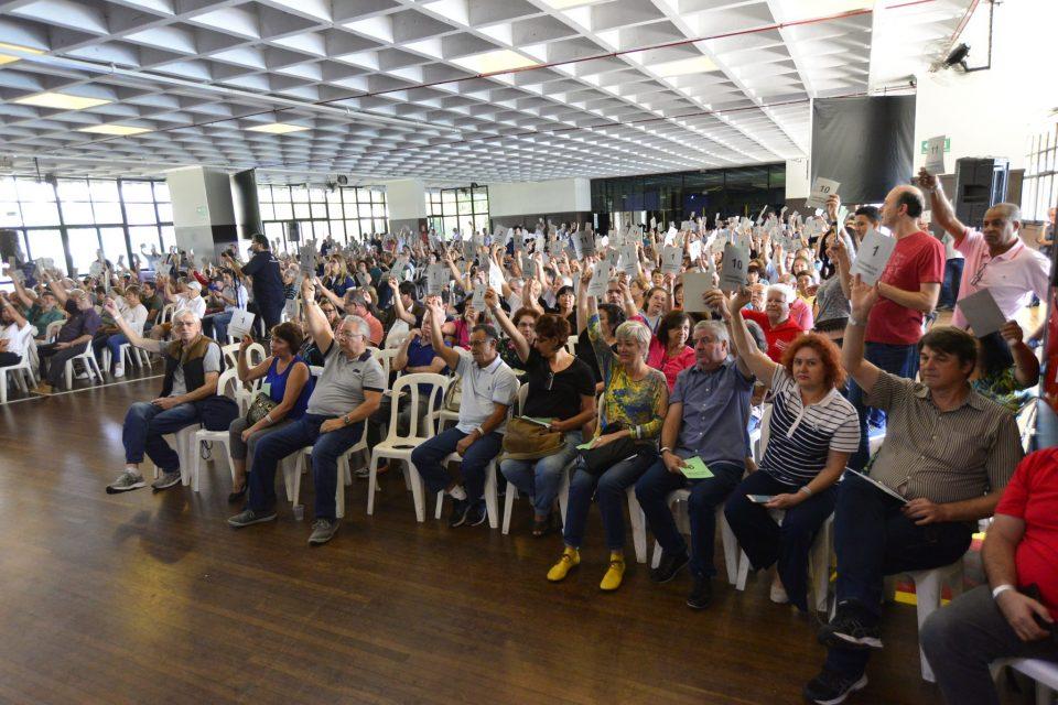 Contas do Banesprev aprovadas com ressalvas; Participantes rejeitam fim de assembleia