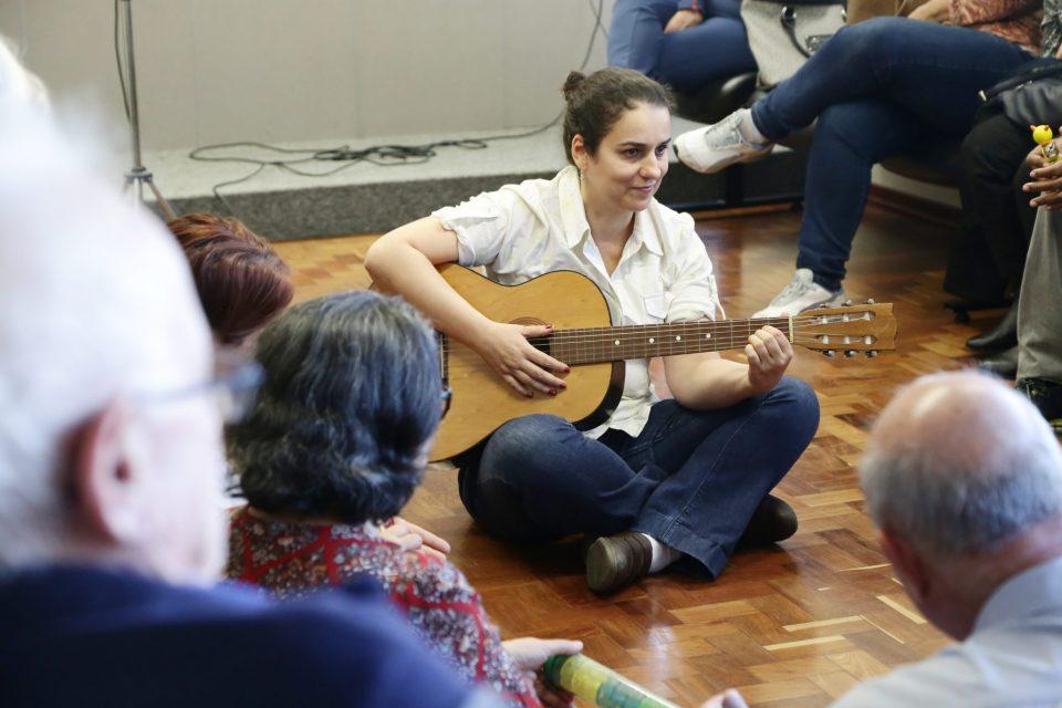 Qualidade de Vida: Palestra mostra que a musicoterapia pode ajudar no enfrentamento de doenças