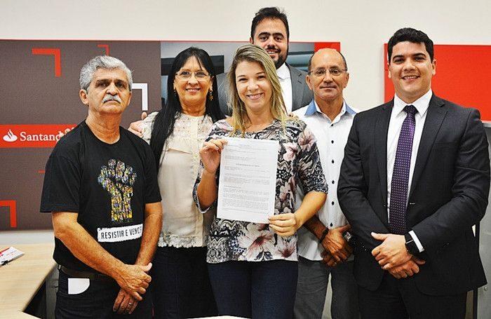 Justiça manda Santander reintegrar bancária demitida injustamente na Paraíba