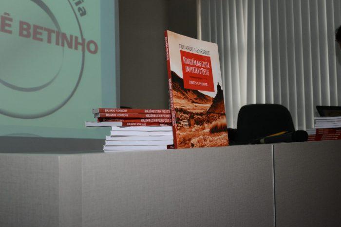 Banespiano lança livro em noite de autógrafos na Afubesp; confira as fotos