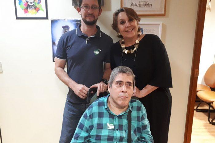 Pelos direitos de pessoas com paralisia infantil