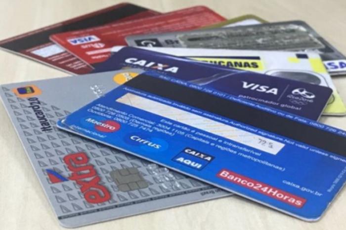 Contradição: desempregados e com menor renda pagam mais juros no cartão