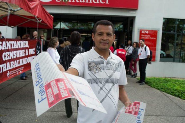Sindicato distribui Folha Bancária no Casa 1 e dá o recado: NÃO à censura!
