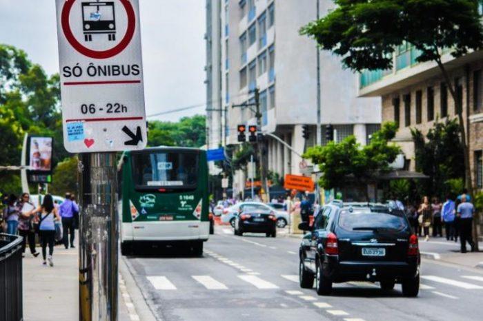 Para economizar com vale-transporte, Santander obriga funcionários a alterarem itinerários