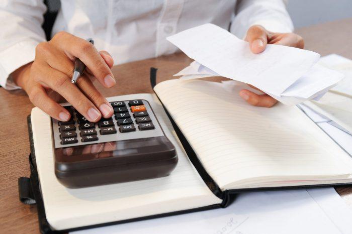 Muita calma nessa hora: é tempo de organizar o bolso para as despesas de início de ano