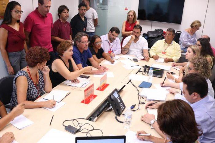 Santander enrola em reunião com trabalhadores