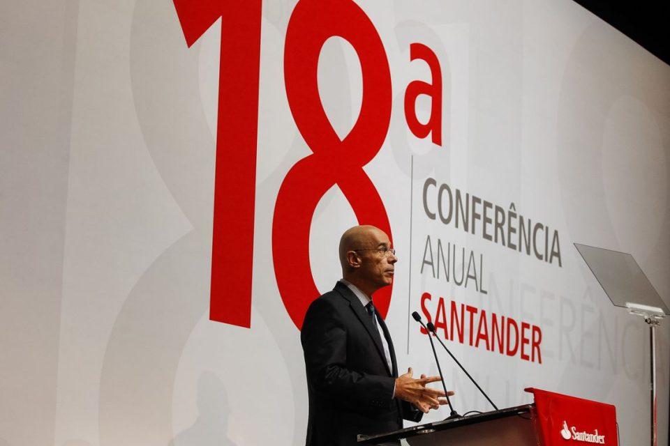 Sérgio Rial ameaça demitir trabalhadores do Santander sem CPA-10