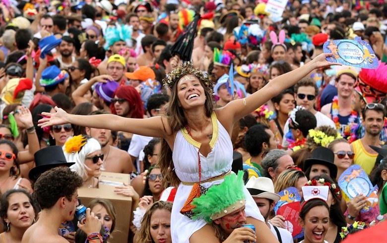 Blocos de carnaval invadem São Paulo
