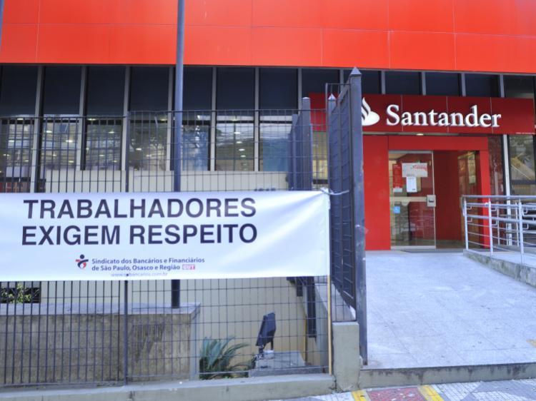 Santander põe em risco clientes e funcionários