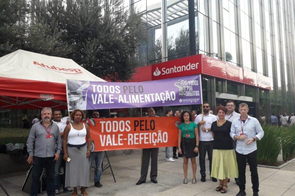 Problemas no VA e VR geram protestos de bancários do Santander