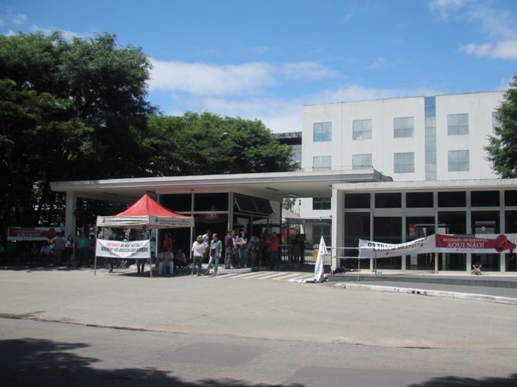 Santander obriga bancários a trabalhar também aos domingos