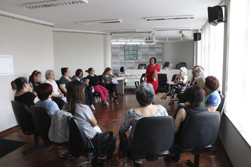 Qualidade de Vida - Associadas participam da oficina Bola da Felicidade