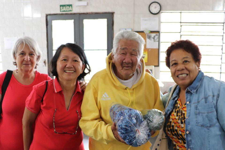 Fios que Aquecem: doação de mantas para associação de amparo ao idoso