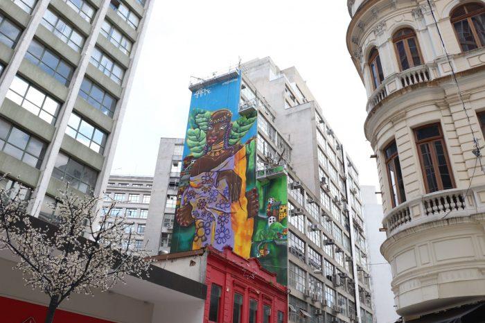 Tarsila Inspira - Centro de São Paulo ganha painéis gigantes feitos por mulheres
