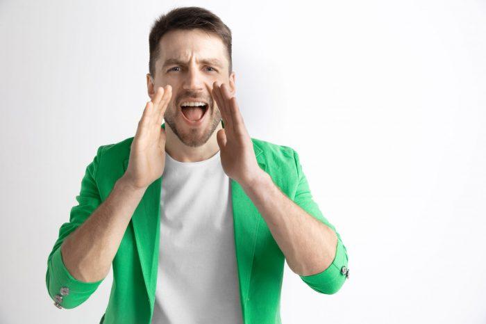 Fique atento à sua saúde vocal: rouquidão e alterações na fala podem ser sinais de alerta