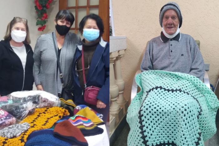 Fios que aquecem: Qualidade de Vida faz doação de mantas e gorros para abrigos de idosos
